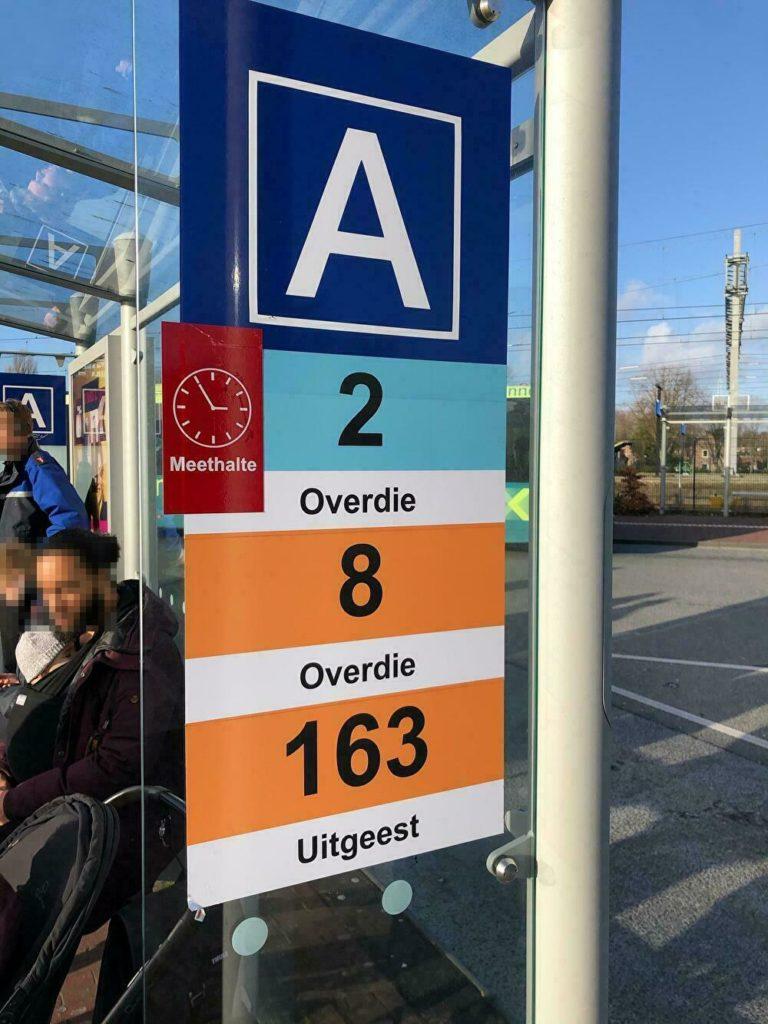 バスターミナルのバス停Aの水色、2番線を利用