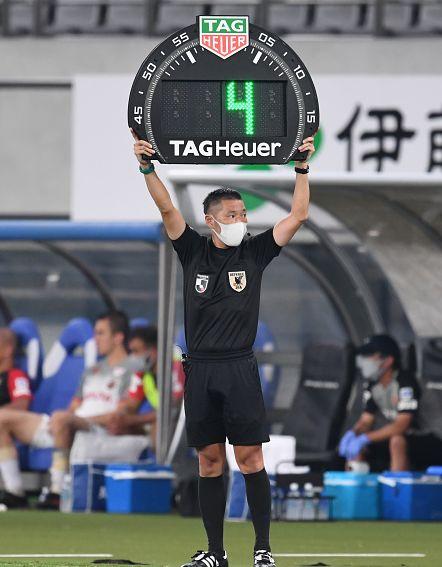 意外と知らないサッカー競技規則〜【後編】「アドバンテージ」と「カード」の関係性